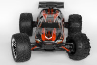 2.8 and 2.2 inch wheels on E-Revo 1/16.